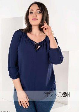 Блузка с вырезом на груди