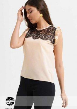 Блуза с кружевной вставкой и оборками