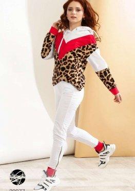 Спортивный костюм с леопардовым принтом
