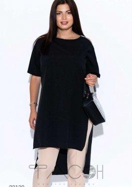 Удлинённая блуза с высокими вырезами
