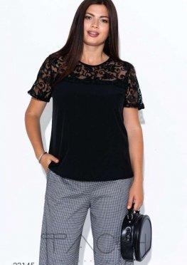 Блуза с кружевной вставкой