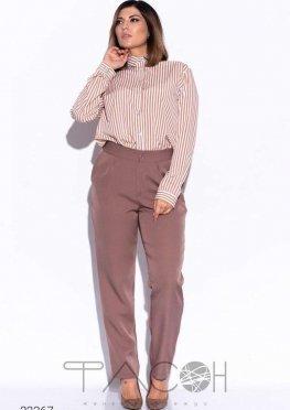 Брючный костюм с рубашкой в полоску
