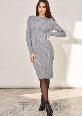 Вязаное платье-джемпер с воротом-стойкой