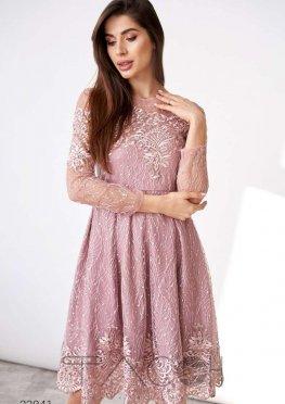 Платье с отделкой сеткой и вышивкой