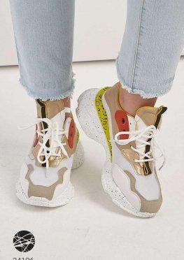 Яркие кроссовки на массивной подошве