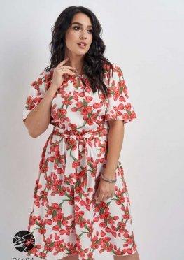 Платье с вырезом-капелькой