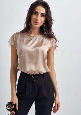 Шелковая блуза с кружевной вставкой