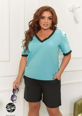 Комплект из блузы и шорт