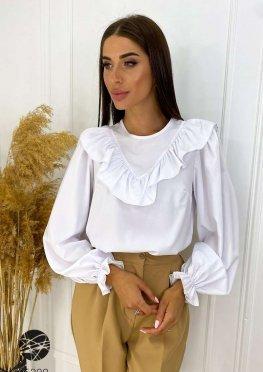 Блуза с отделкой оборками