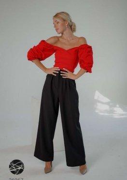 Костюм из блузы с объёмными рукавами и брюк-клёш