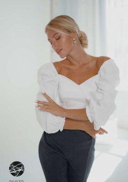 Джинсовая блуза с вырезом сердечком