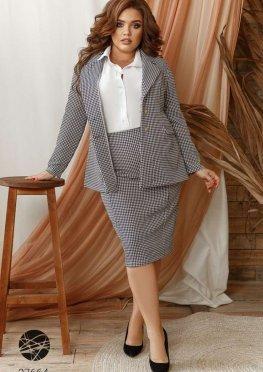 Костюм из блейзера и юбки с принтом