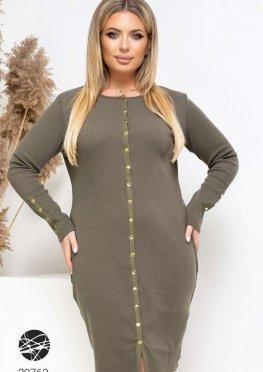 Вязаное платье с планкой на кнопках