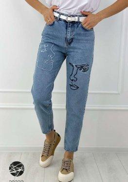 Выбеленные джинсы мом с вышивкой
