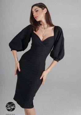 Платье-футляр с вырезом сердечком