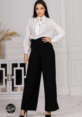 Костюм из блузы с воротом на завязках и брюк