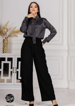 Костюм из шелковой блузы и брюк