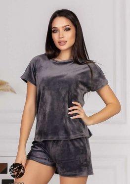 Велюровый комплект из шорт, футболки и джоггеров