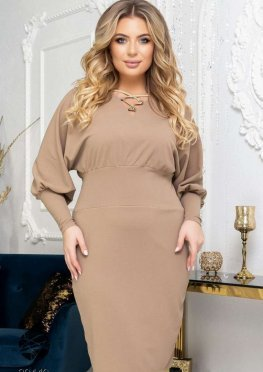 Платье-футляр с объёмными рукавами