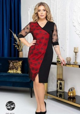 Платье с отделкой вышивкой