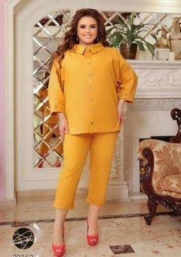 Льняной костюм из рубашки и брюк