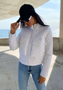 Стьобана коротка куртка з накладними кишенями