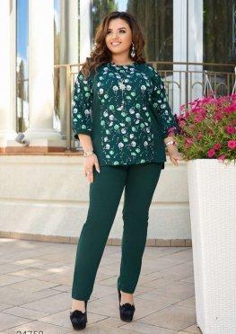 Костюм из блузы с цветочным принтом и брюк