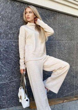 Ангоровый костюм из свитера и брюк-палаццо
