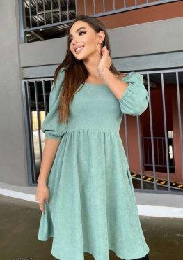 Вельветовое платье с объёмными рукавами