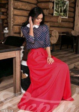Присобранная красная юбка