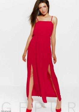 Платье с высокими боковыми разрезами