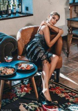 Приталенное платье с бахромой