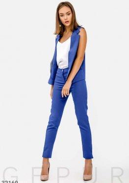 Костюм модного синего цвета