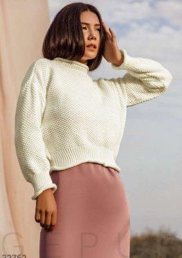 Теплый свитер молочного цвета