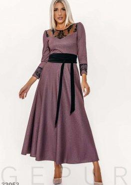 Платье с контрастным декором