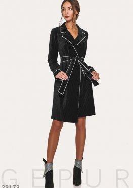 Сдержанное черное платье