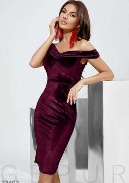 Приталенное бархатное платье