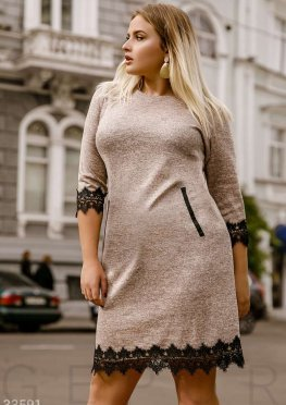 Платье с черным кружевом
