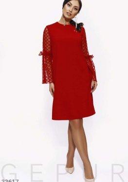 Платье с расклешенным рукавом