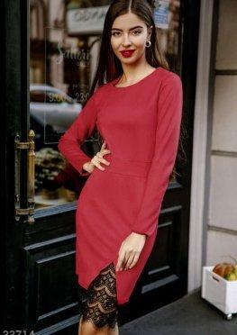 Красное платье с кружевом