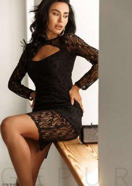 Облегающее кружевное платье