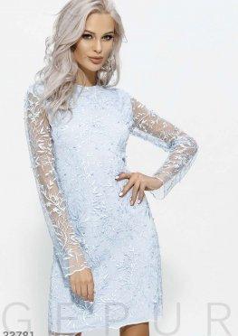 Голубое платье прямого кроя