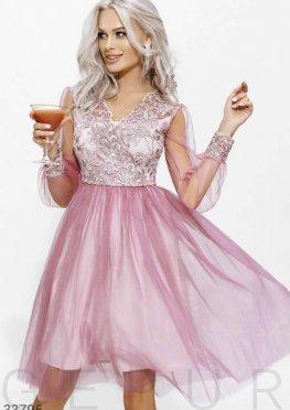 Нежно-розовое платье-мини