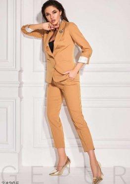 Трендовый женский костюм