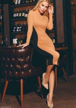 Платье с моделирующими вставками по бокам