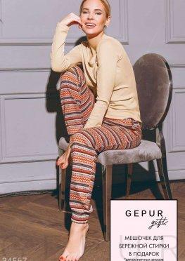 Пижама с яркими брюками