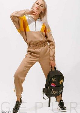 Бежевый спортивный костюм