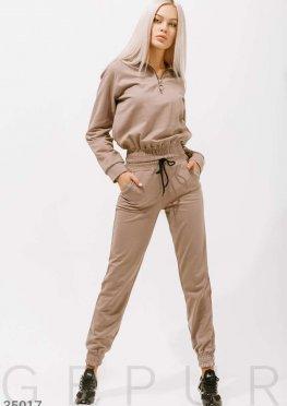 Светло-коричневый спортивный костюм