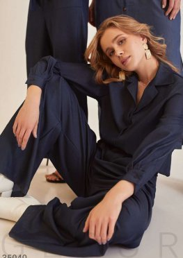 Темно-синяя рубашка из мягкой ткани