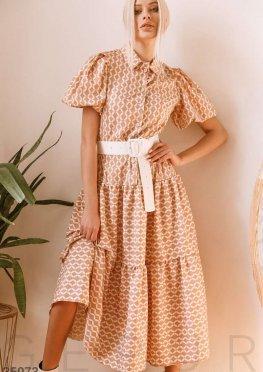 Бежевое платье с геометрическим орнаментом